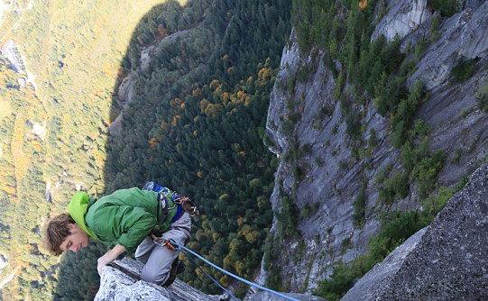 29岁牛人20分钟徒手征服千英尺悬崖