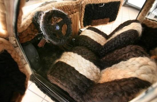 意发型师花费150多个小时打造世界上最多头发汽车