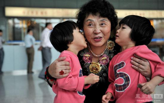 意大利58岁产妇生下双胞胎法庭建议送人抚养