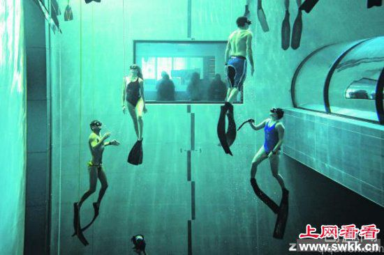意大利一游泳池深40米堪称世界之最